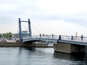 200516mojikou_blue_bridge