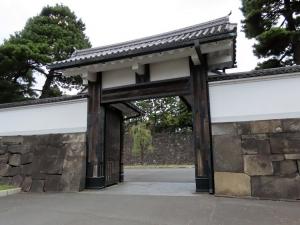 201202soto_sakuradamon