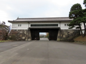 201202soto_sakuradamon2