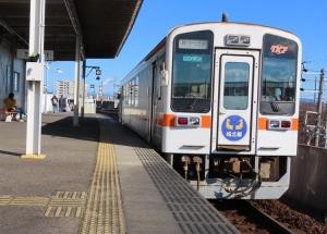 201205tokai_johoku_kiha11